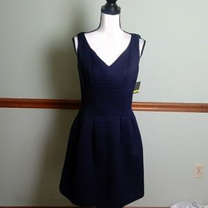 New Taylor size 4 quilted Navy dress